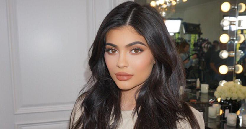 kylie-jenner-look-compleanno-19-anni-sexy-pizzo-balmain-kOhE--835x437@IlSole24Ore-Web.jpg
