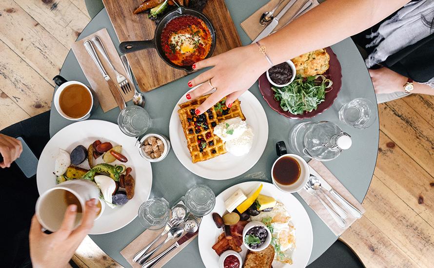 blog-dining-ali-inay-unsplash.jpg