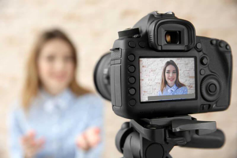 female-camera-selfie-ss-1920-800x533.jpg
