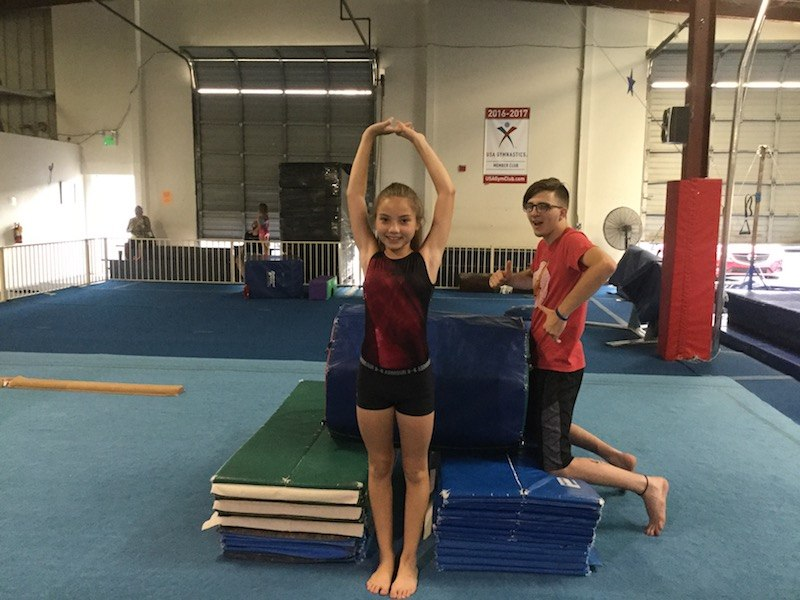 Tumbling - Various ages – 60 minutesFrom beginners to advanced tumblers, we have something for everyone. Learn cartwheels, round-offs, back handsprings and more advanced acrobatics with the help of the Tumble Track, trampolines (with spotting belt) and handsprings trainer.
