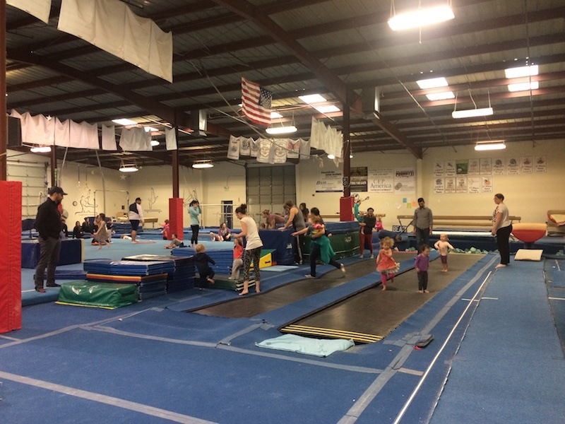 Morning Stars - Ages 2 to 3 – 45 minutesChildren and their parents play side-by-side on trampolines, mats and foam shapes. Exploratory movement games improve motor skills and brain development.