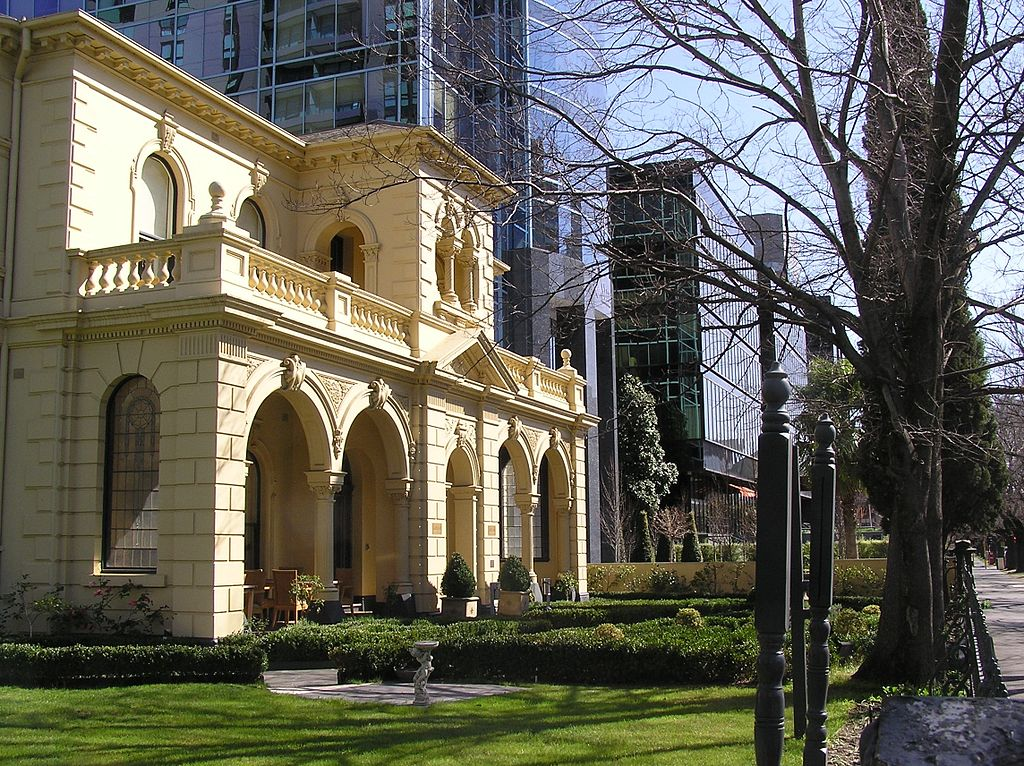 1024px-A_Boutique_Hotel_(Charsfield_Hotel)_in_St_Kilda_Rd.jpg