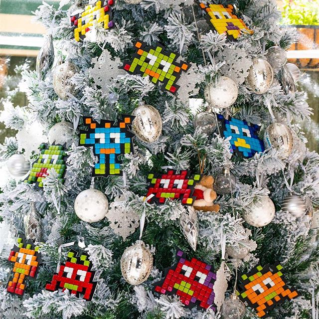 The Pixel Botz have arrived in all Bunnings Warehouse stores just in time for Christmas. Head to the craft aisle and grab your Pixel Botz today! Merry Pixel Christmas! #christmas #pixelbotz #art #craft #craftkit #mosaic #retro #glass #mandalaart #bunnings #bunningswarehouse #diy #kids #fun #artbyjaja #mamosaics