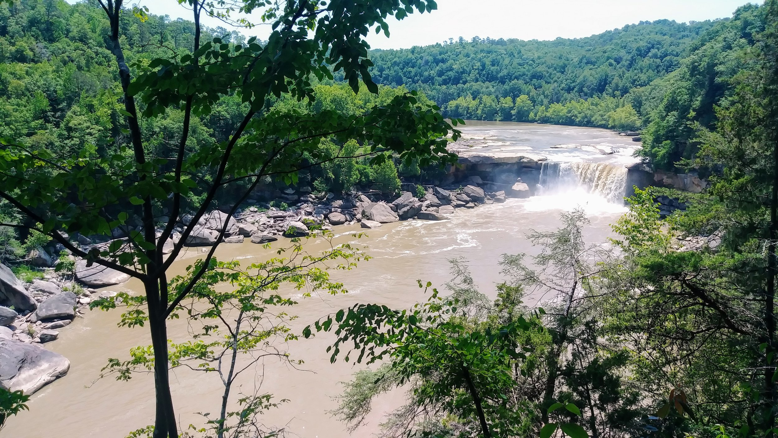 A view of Cumberland Falls from Eagle Falls Trail