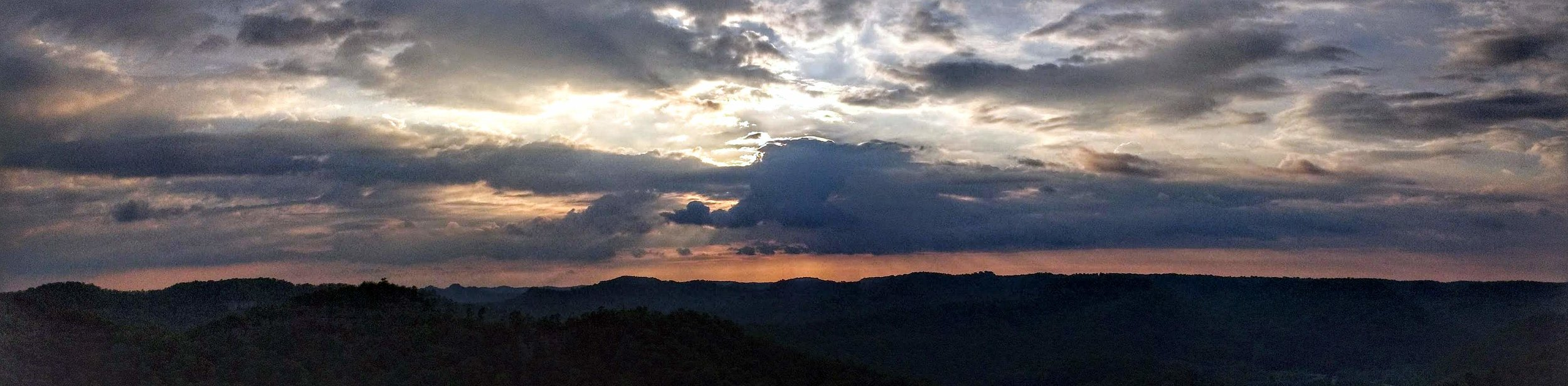 A panoramic view with amazing clouds on Auxier Ridge