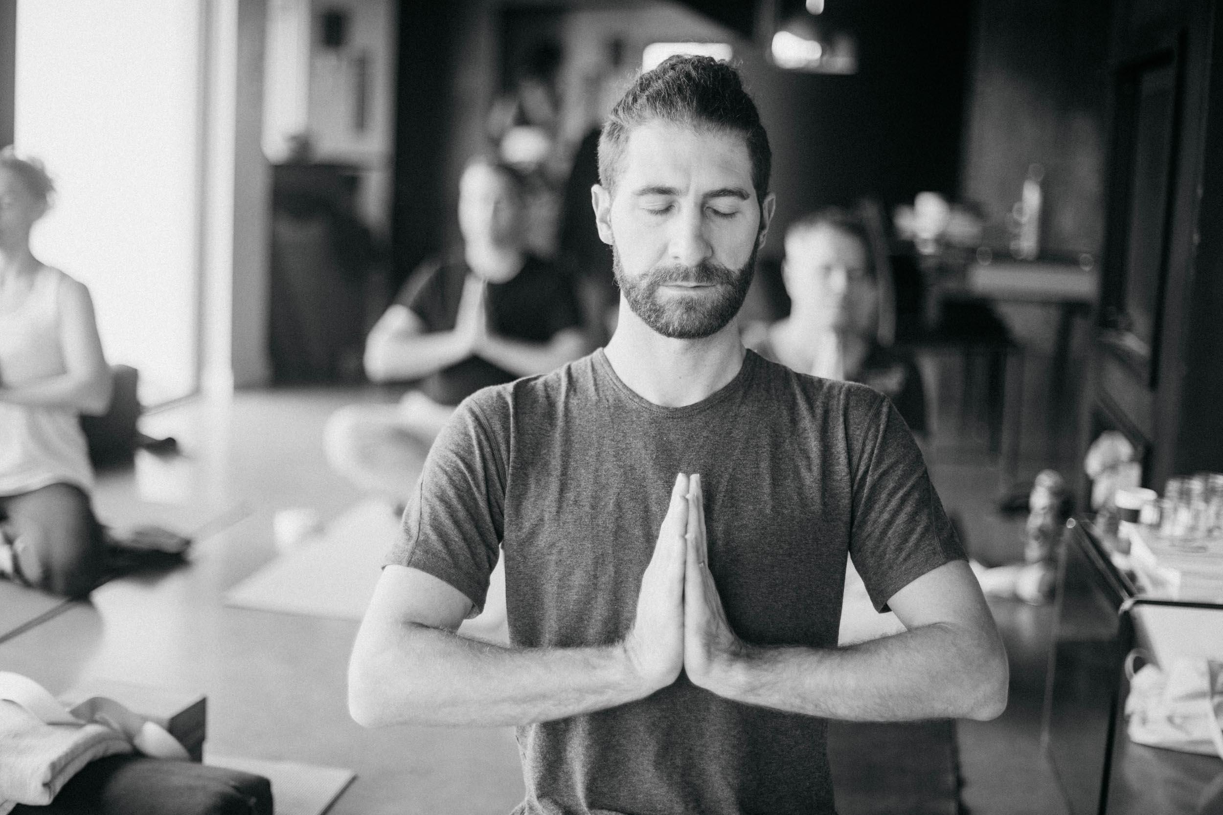 Position de méditation lors d'une retraite bien-être