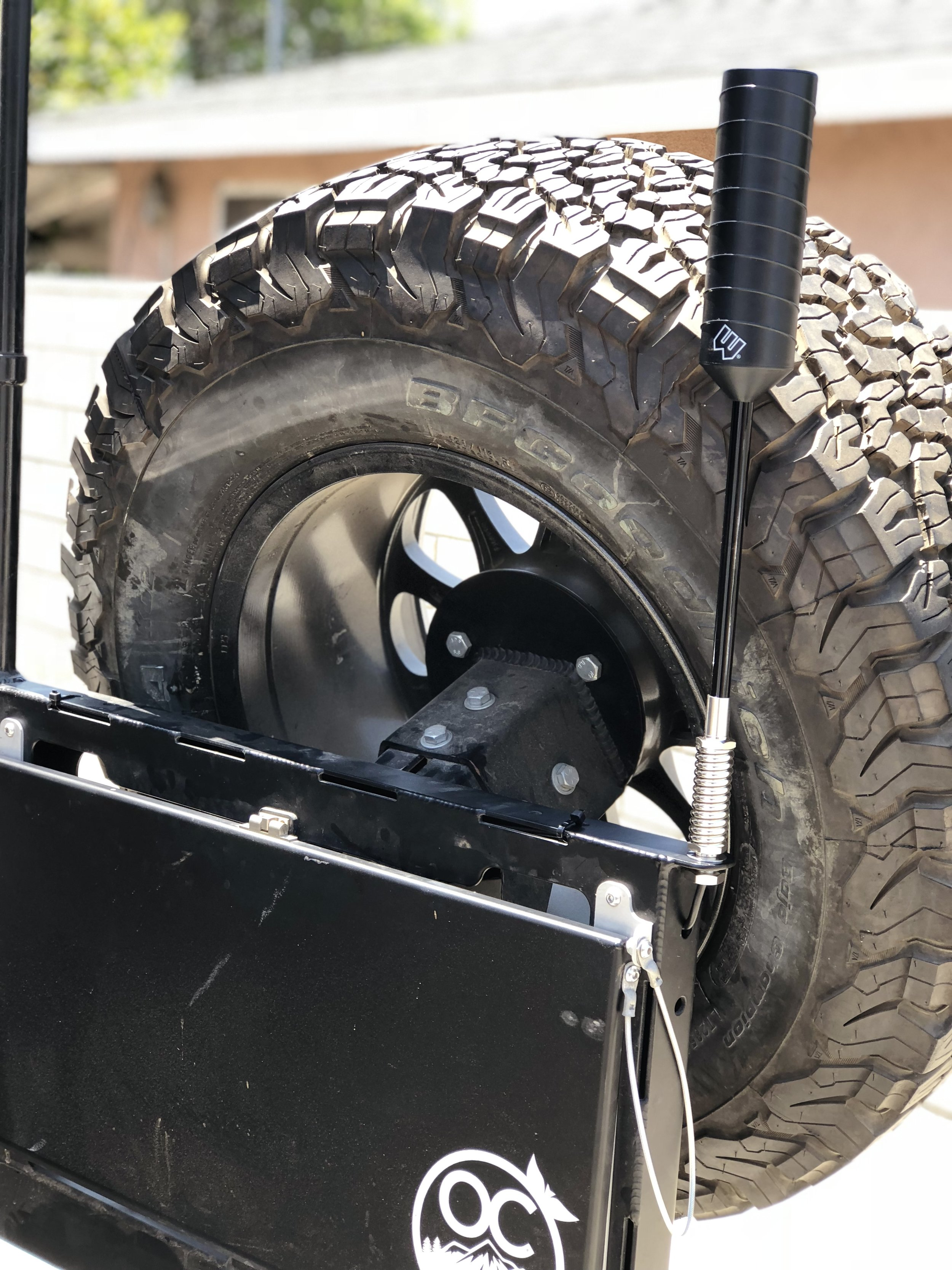 In this photo we have the outside antenna mounted on the CBI bumper on the rear, this was a clean spot that didnt stick out like a sore thumb.