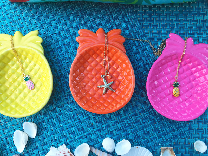 Choose your favorite necklace and ceramic pineapple dish! Hurry and place your order before your choice runs out