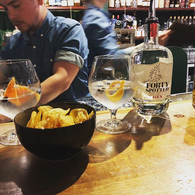 Tassie-style g&ts with chippies at @larkdistillery with @vanessaknockout in Hobart #tassiestyle #discovertasmania #gin #yum!
