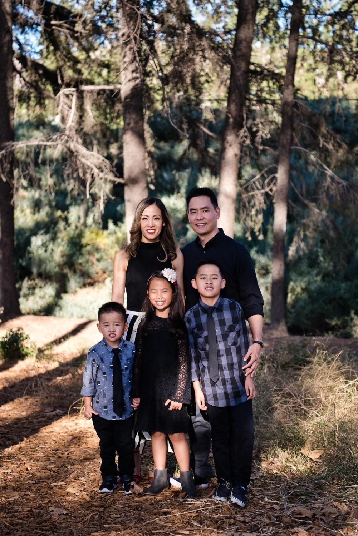 Family portrait session in Cedar Grove Park in Tustin, California. Full post at lisahuchen.com.
