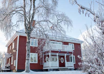STF Jokkmokk Vandrarhem - Ett hemtrevligt och mysigt boende, centralt beläget mitt i Jokkmokk. Här har du nära till alla sevärdheter och julmarknaden ligger på gångavstånd alldeles runt hörnet. Busshållplats finner du just nedanför gården.Du bor i bekväma och mysiga rum med 1-6 bäddar. Sov gott i våra sköna sängar och starta dagen med en frukost- buffé. Vandrarhemmet har rum i två byggnader med dusch, wc och kök i båda husen.För att bokaTel: 070-366 46 45E-post: jokkmokksvandrarhem@gmail.comwww.svenskaturistforeningen.se/anlaggningar/stf-jokkmokk