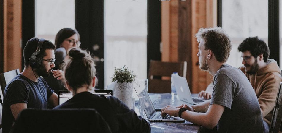 me-and-alice-Virksomheders-konkurrenceevne-ligger-i-medarbejderudvikling_1.jpg