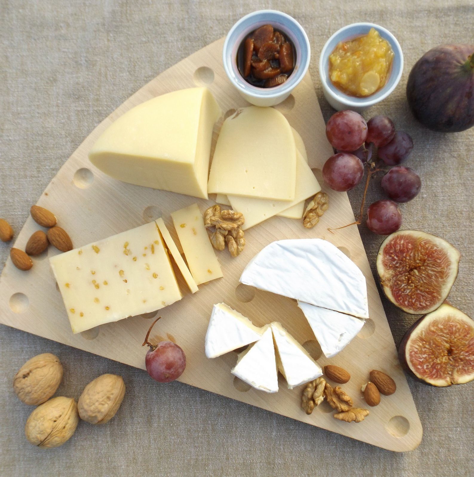 Assorted_Cheese_Platter_Served_With_Fruits_Crackers.jpg