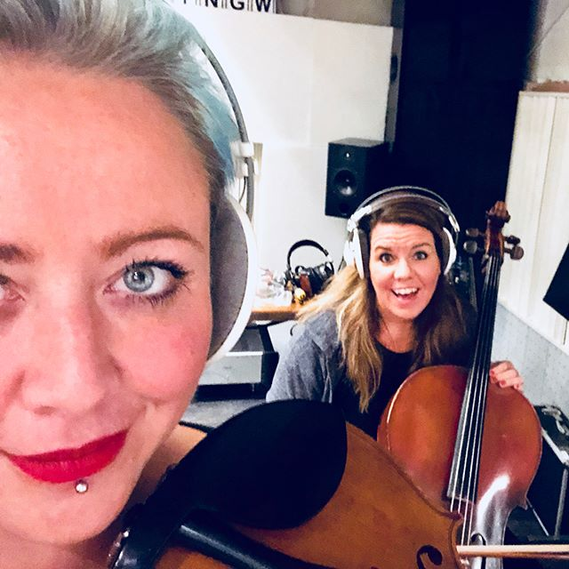 Och idag fick vi spela in teatermusik hos @ljudbjornen tillsammans med @caryylitalo  och @johnrunefelt 💜 #carymehome kommer spelas på #playhouse i oktober så gå och kolla