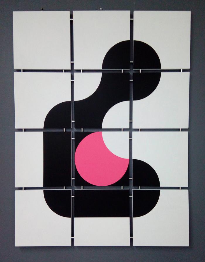 Syli - Syli on taulu, joka kuvastaa sylin lämpöä ja suojaa. Vaaleanpunainen väri voi viitata lapseen mutta myös yleisemmin inhimilliseen lämpöön.Taulun koko 94x126 cm (lxk). Paloja 12 kpl. Taiteilijalaatuinen Maimeri-akryyliväri muotoillulle mdf-levylle. Kiinnitys Minifix-kiinnikkeillä. Kaikki osat on numeroitu. Tuote on mallisuojattu.Hinta 960€Taulu verkkokaupassa