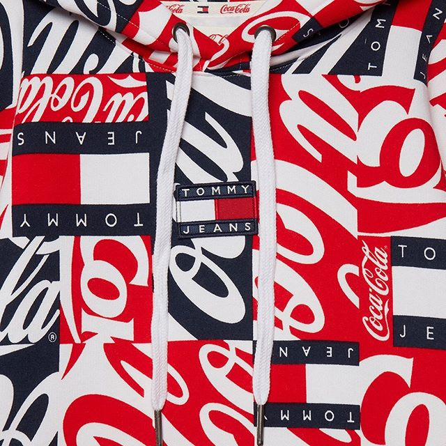 F R E S H🥤⠀ @tommyhilfiger x @cocacola All-Over Logo Print #Hoodie⠀ .⠀⠀ Client:⠀⠀ @18montrose⠀ .⠀⠀ .⠀ ⠀ #TommyJeansXCocaCola #tommyjeans #coke #fashion #style #streetwear #ootd #lookbook #jumper #sweater #ootd #typography #red #puzzle #collaboration #instafashion #stylist #trend #beautiful #details # #pattern #cocacola #80s #designer #ss19collection #ss19 #iconic #vintage #vintagetommyhilfiger