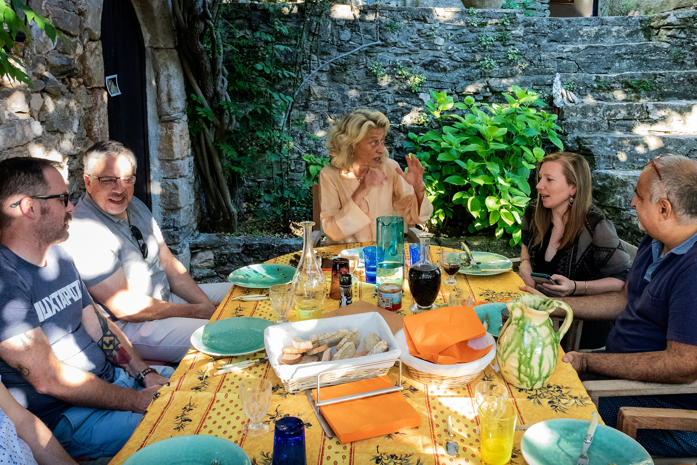 Communal lunch with fine Provençal table clothes!