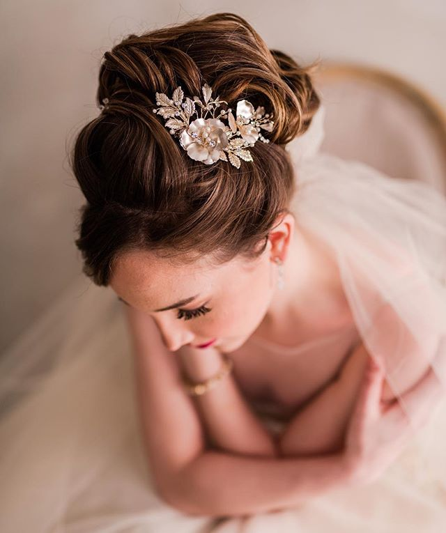 April showers bring May flowers 🌸 . . Accessories: @bridalfinery 📷 @ludwigphotography 👗 @bridalgardenri 💄 @bellabeautybridal 👰🏼 @paigemckenney . . #details #engaged #wedding #bride #groom #bling #earrings #dress #bridalfinery #bridalfashion #veil #weddinginspo #lifeisinthedetails #events #custom #design #accessories #flowers #weddingseason #spring  #newport #rhodeisland #rhodeislandwedding #newportwedding #bridal #headpiece #weddingdress