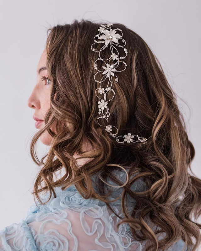 Ever lasting flowers for your wedding day, that won't wilt!  Glam: @bellabeautybridal | Photography: @ludwigphotography | Model: @paigemckenney | Headpiece and Jacket: @bridalfinery