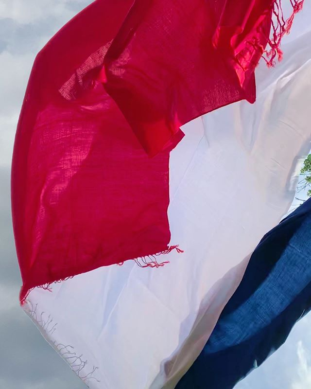 Land of the Free! And red, white and blue pashminas to fit the occasion! Available in all colors and textures through @bridalfinery #happy4thofjuly