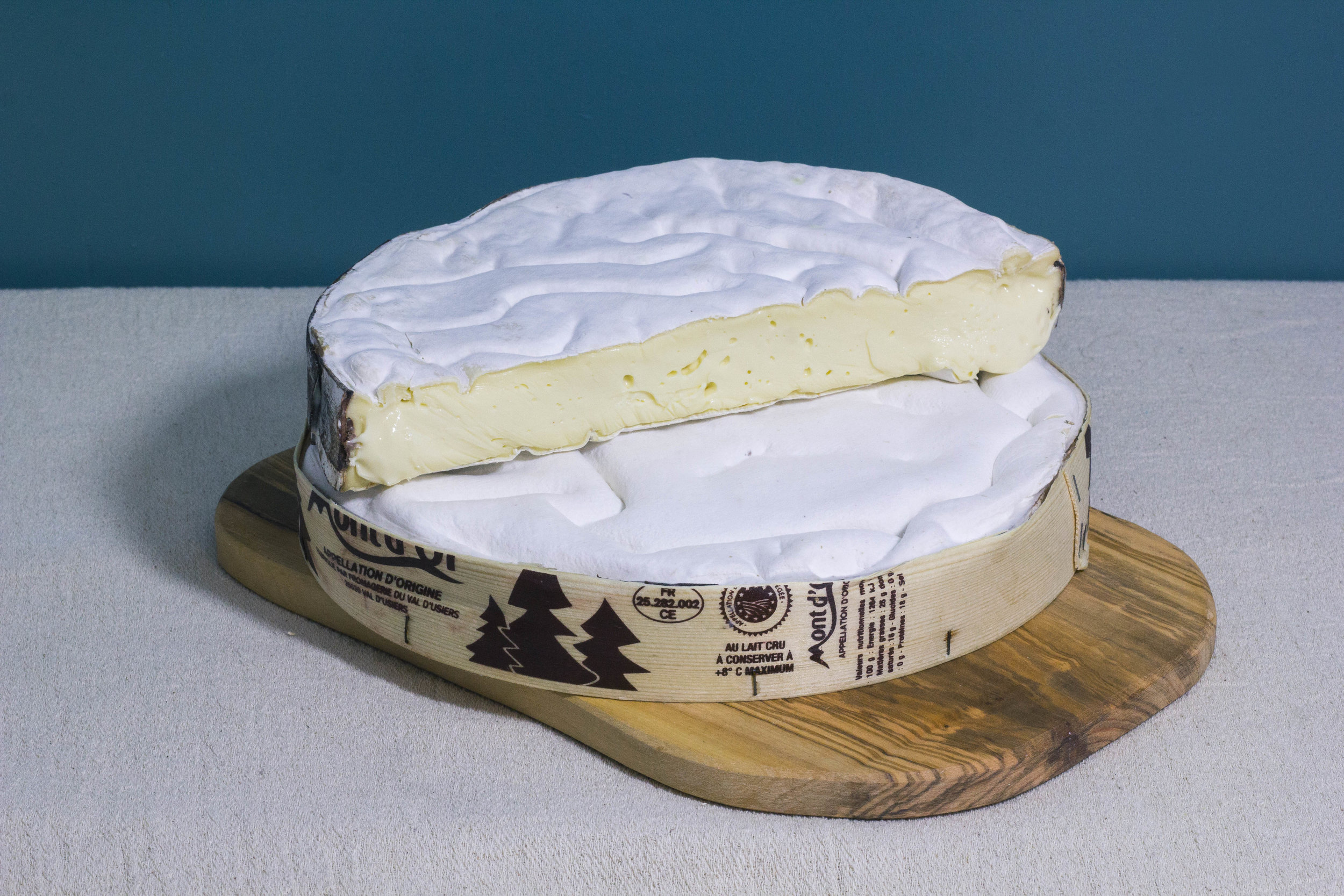 Vacherin Mont D'Or CuttingSmall.jpg