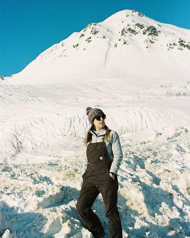Still willing to trade this heat for these winter views. . . . . . . . . . . . . #womenwhoexplore #wwexploreambassadors #womenwhoexplorealaska #mountainlife #mountaingirls #girlswhohike #adventureculture #womenwhohike #womenwhoexplore #exploreaholic #exploremore #exploreoutdoors #alpinebabes #outdoorsupply #choosemountains #choosemountainswomen #americanhikingsociety #wildernessbabes #thehikemovement #werehikers #shemovesmountainseastcoast #35mmportrait #shootmorefilm #filmisnotdead #thefindlab #35mmcolorfilm