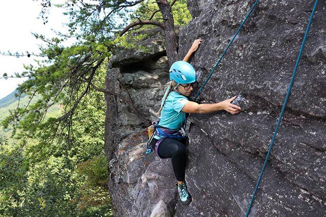 Didn't know how much I needed this day out. . 📸 @spacebelowyourfeet /@savhappy . . . . . . . . . . #spacebelowmyfeet #spacebelowyourfeet #sbyfambassador #gwenmoffat #mountainlife #mountaingirls #girlswhohike #adventureculture #womenwhohike #womenwhoexplore #exploreaholic #exploremore #exploreoutdoors #alpinebabes #outdoorsupply #choosemountains #choosemountainswomen #americanhikingsociety #wildernessbabes #thehikemovement #werehikers #womenwhoclimb #southeasternclimberscoalition #chattanoogaclimbing