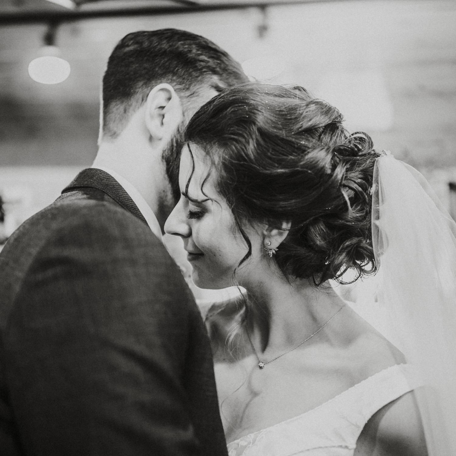 grace and steve-new years eve wedding-Bryden Giving Photographer-Wedding Photographer-Minneapolis-Minnesota-Saint Paul-Lifestyle-Twin Cities-Whitefish Lodge
