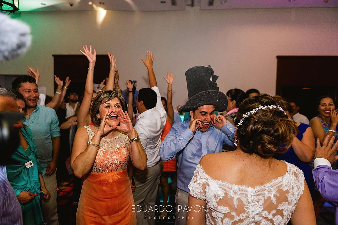 wedding-andrea-christian-fiesta-americana-veracruz-24.jpg