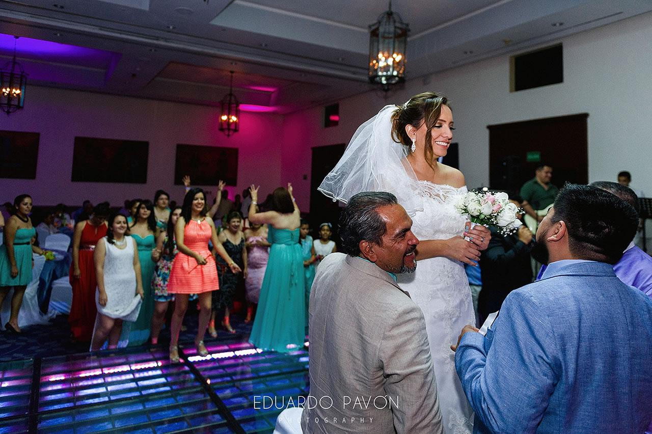 wedding-andrea-christian-fiesta-americana-veracruz-26.jpg