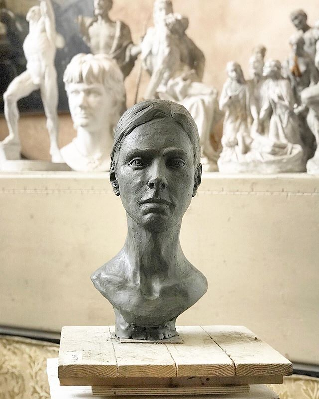 I can't believe it's been a year since taking a sculpture class with @davidhunwick and @gabriele.vicari1 in Pietrasanta, Italy. So much has happened since then....my journey in clay continues to evolve. I relive the moment in insta stories.  #fbf #aproudmoment . . . #sculpture #sculptureart #sculptureartist #handsculpted #fineart #sculptingtools #sculptingtools #livemodel #portraiture #handmade #fineart #inthestudio #artistlife #studioart #artistlifestyle #artstudies #clay #clayart #clayartist #italyadventure #italianart #africanamerican #africanamericanartist #blackwomanartist #malenebtravels #figurativesculpture #fineartsculpture