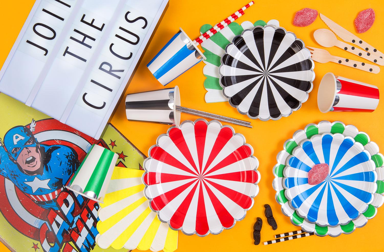 Engångstallrikar i papper i härliga färger