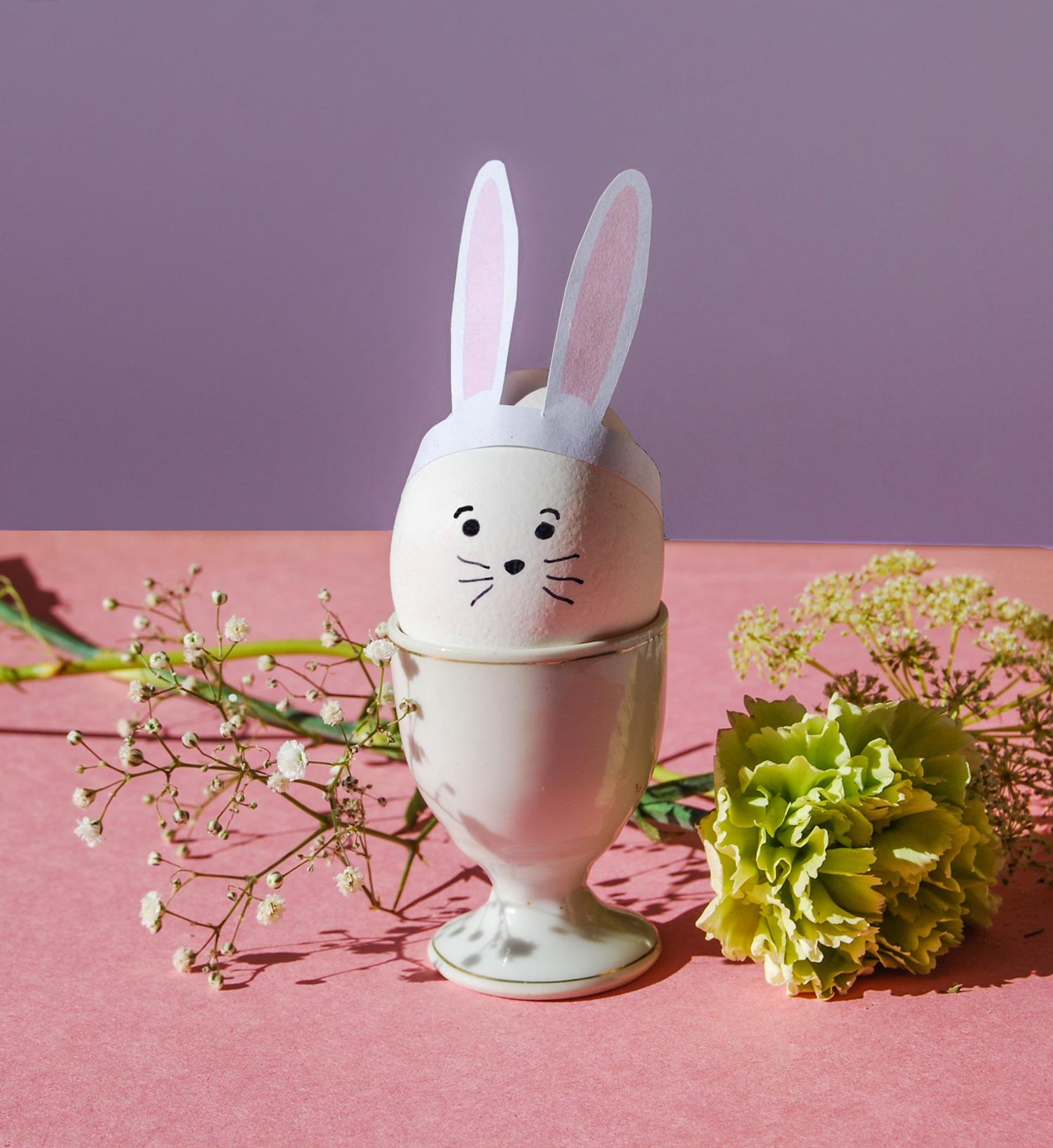 Kaninöron till ägg en perfekt påskdekoration