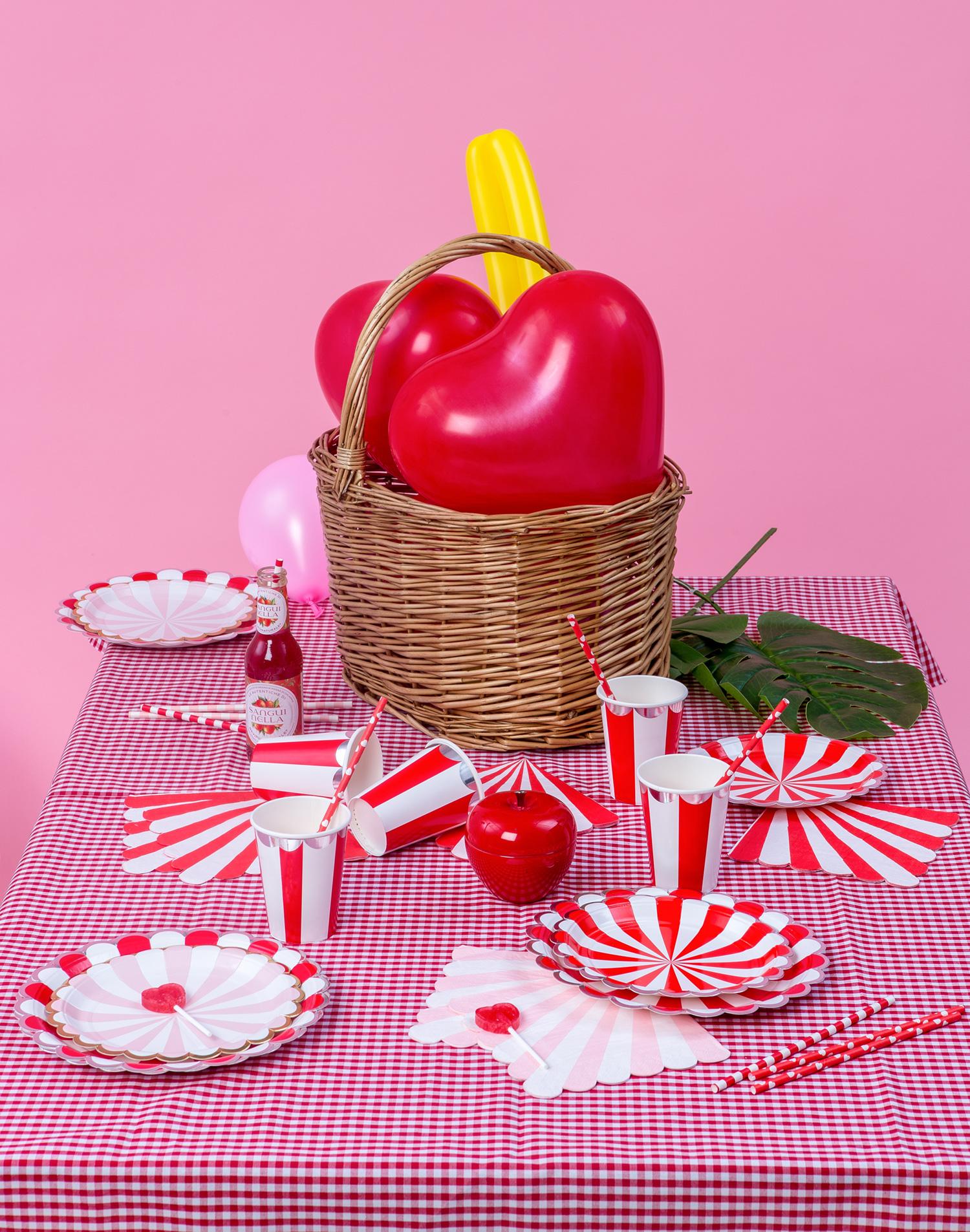 Våra röda hjärtballonger är perfekta som dekoration på bröllop eller som present till någon du tycker om