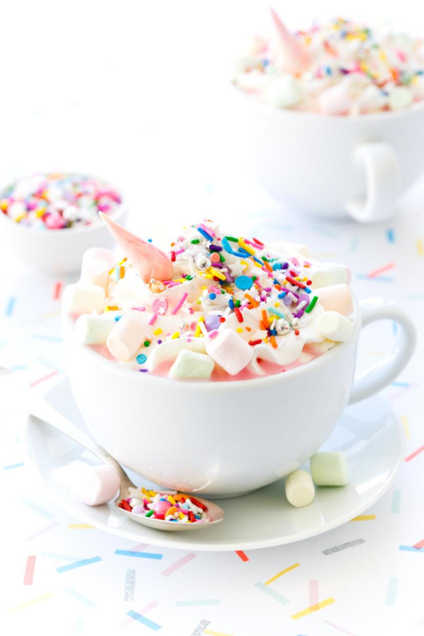 unicorn hot chocolate enhörning varm choklad kalas strössel