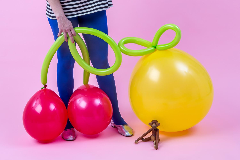 fruktballonger av vanliga ballonger och figurballonger gjorda till körsbär och citroner