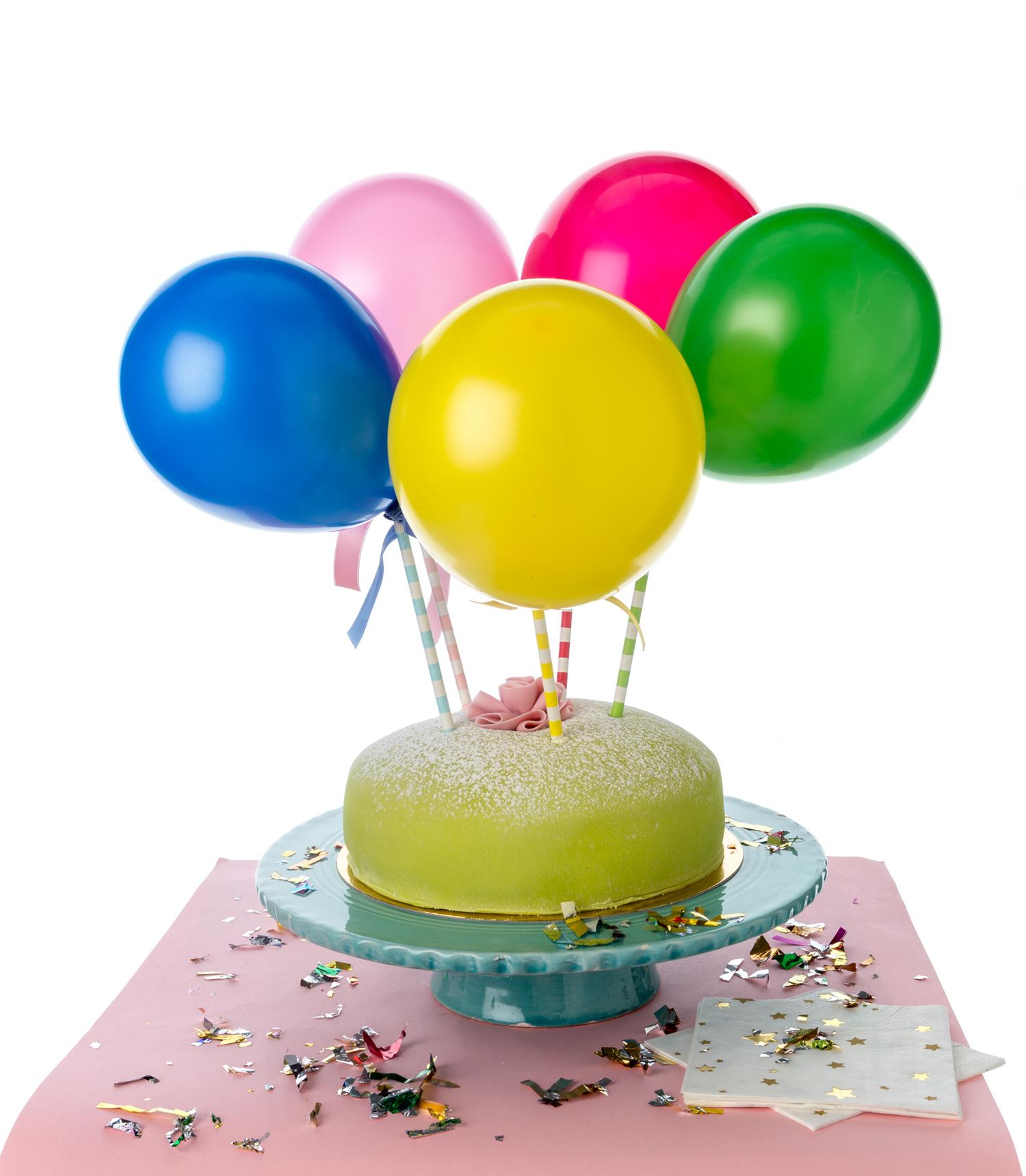 miniballonger som tårtdekoration på prinsesstårta