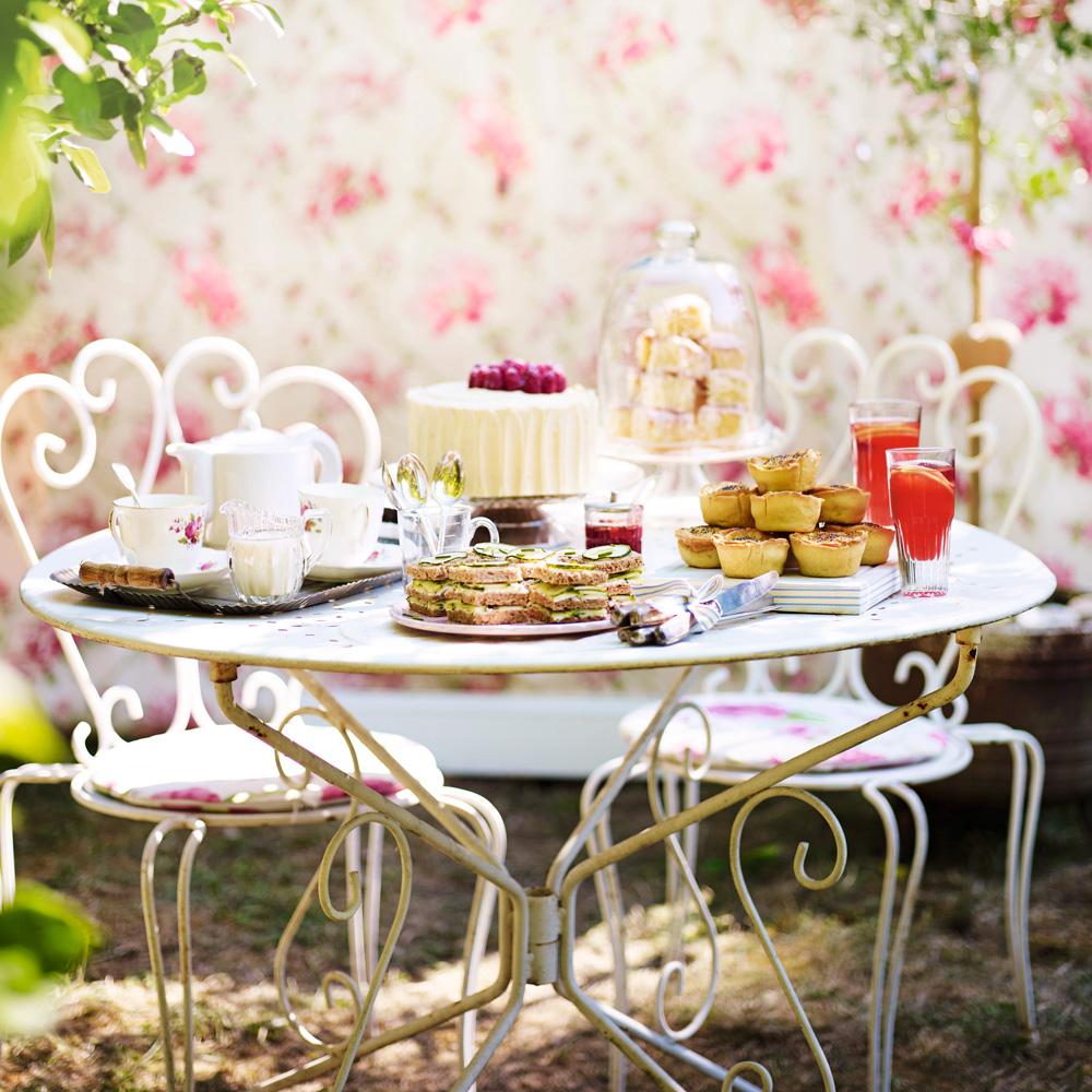afternoon tea i tradgard