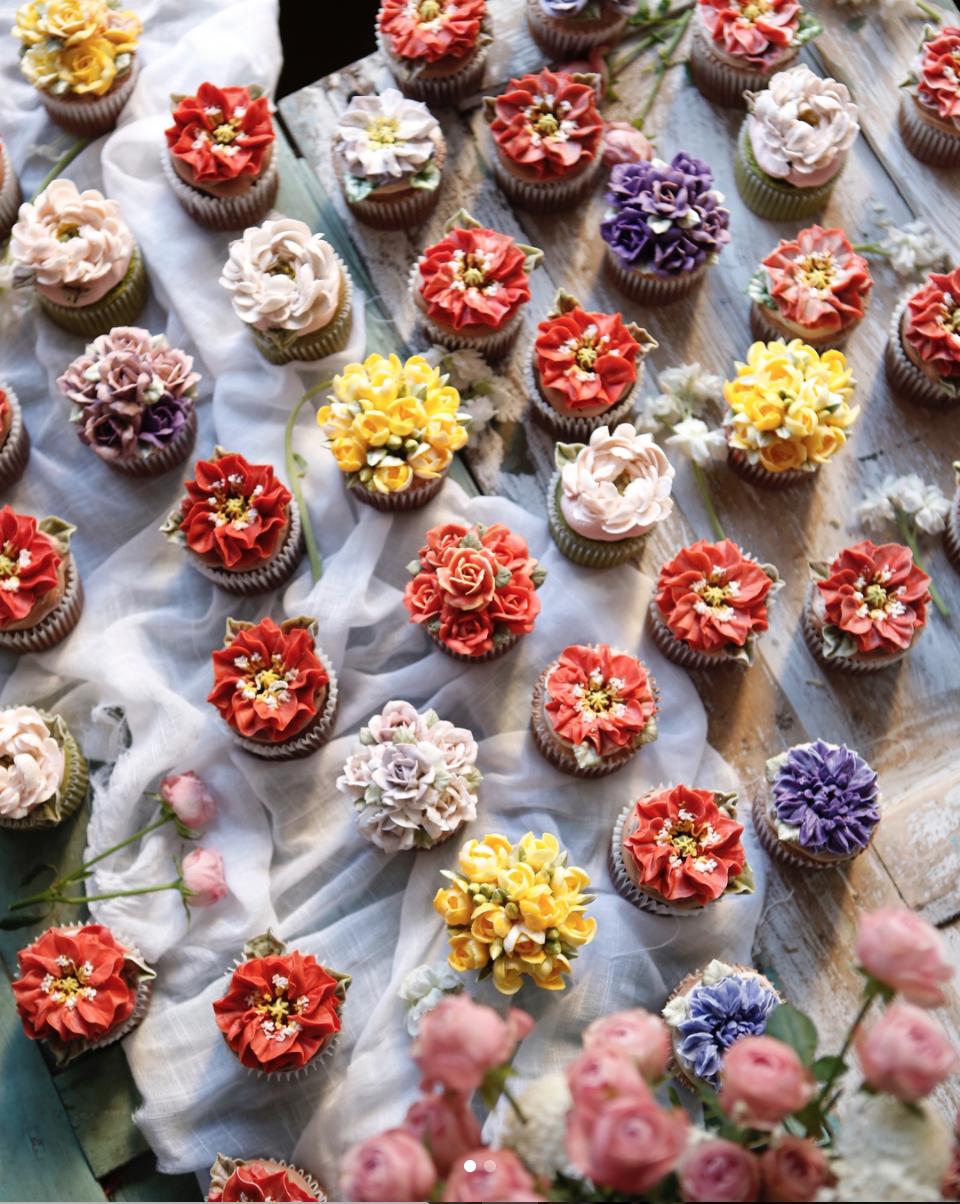 kakor med blommor