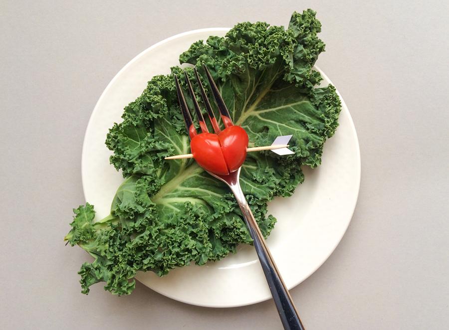 serveringstips till alla hjärtans dag hjärtformade tomater med amorpilar