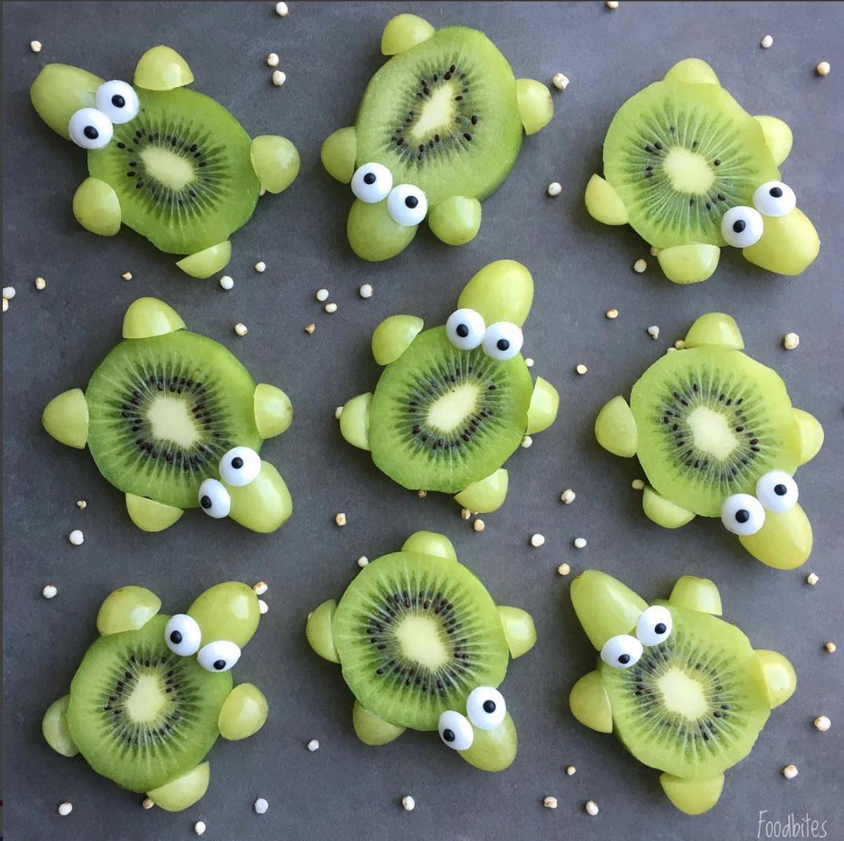 foodbites kiwi frukter och vindruvor ihopsatta som sköldpaddor