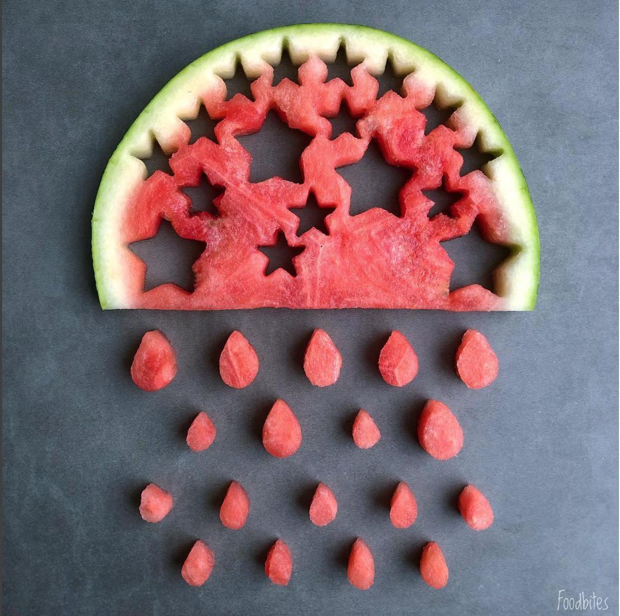 Foodbites vattenmelon skuren som ett moln det regnar ifrån