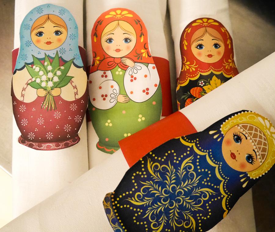 ryssfest servettringar med ryska dockor