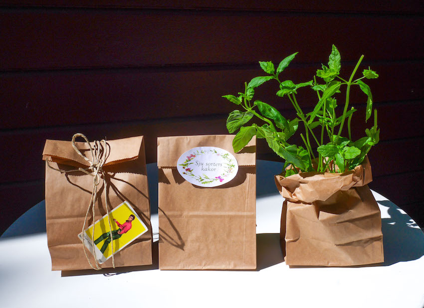 bruna papperspåsar att slå in presenter med