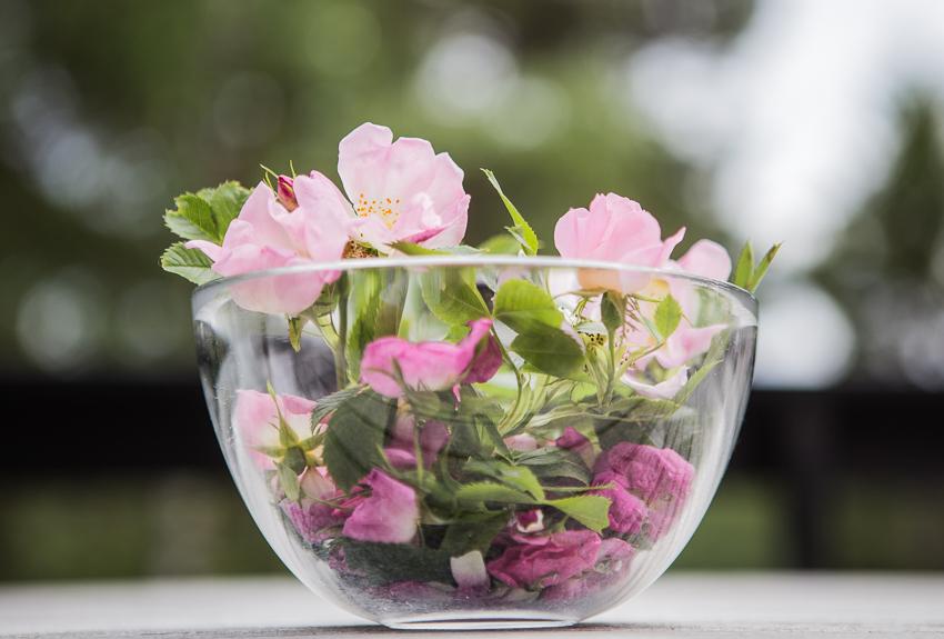 DIY ishink av vatten och blommor