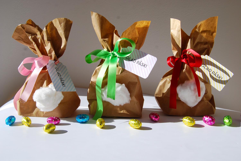 Pyssel - Hur söta är inte dessa kaninpåsar? Passar perfekt både som dekoration och goodiebags till påsken och är superenkla att få till. Instruktioner och printables hittar ni här >