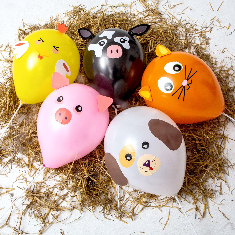 DIY-kit med djurballonger bestående av rosa gris, gul kyckling, vit hund, svart ko och orange katt