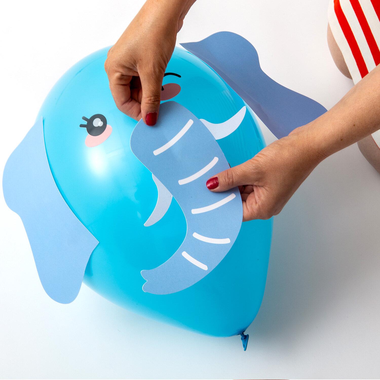 DIY-kit med djurballonger bestående av blå elefant ballong
