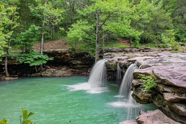 It's not too often in June that Falling Water Falls is running like this! Pretty awesome to be able to go waterfall chasing during the summertime! • • • • #exploretheozarks #explorearkansas #hiking #outdoors #hike #overlanding #arkansas #overland #poncaarkansas #camping #mountain #overlander #ozarks #backpacking #getoutside #overlanding #wilderness #hikingadventures #naturalstate #optoutside #rooftoptent #trekking #outdoor #forest #glamping #wonderfularkansas #expedition #adventuremobile #4wd #frdpro