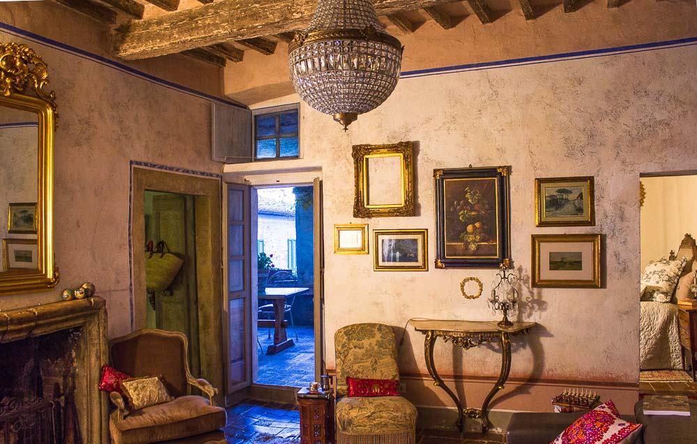 Lounge room Italy.jpg